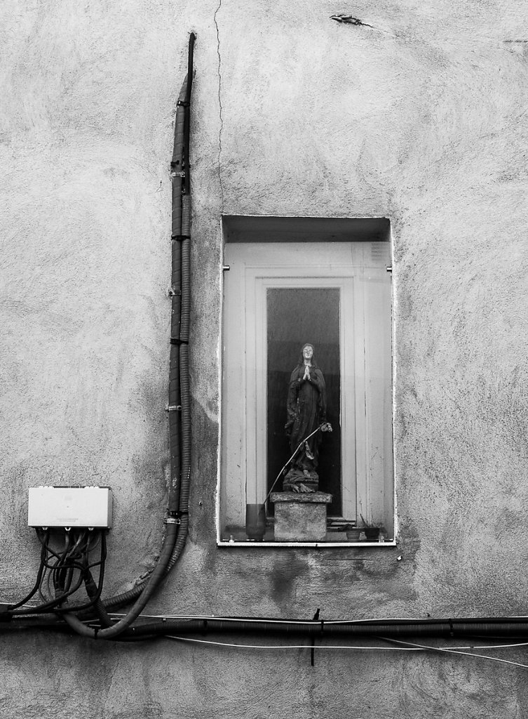 Mary on the window shelf - Cannes, France